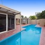 แบบบ้านแนวโมเดิร์นสำหรับครอบครัวใหญ่ พร้อมสระว่ายน้ำและสวนสวยในตัว