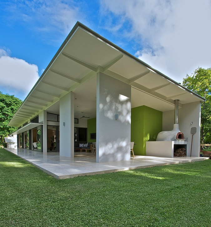 1 storey white modern house with green space (13)