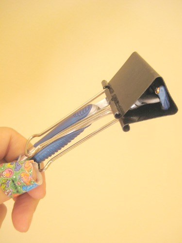 12-extra-uses-of-binder-clip (9)