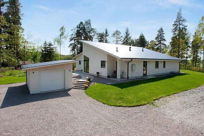 1floor-white-villa-house-with-garage (2)