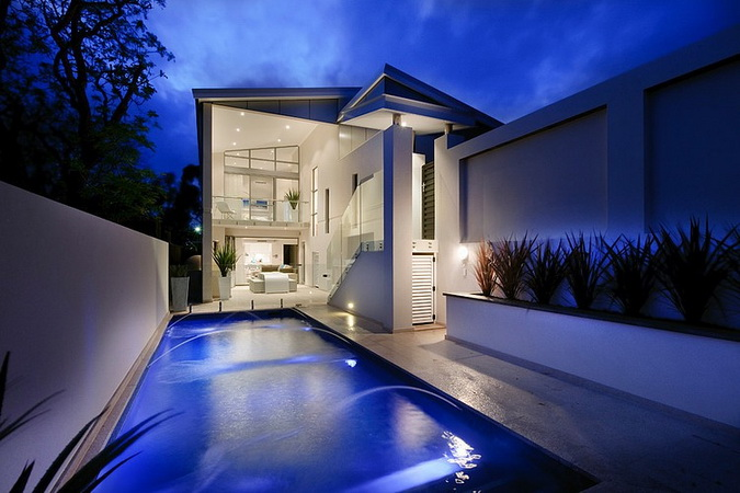 2-storey-white-modern-house-with-swimpool (19)