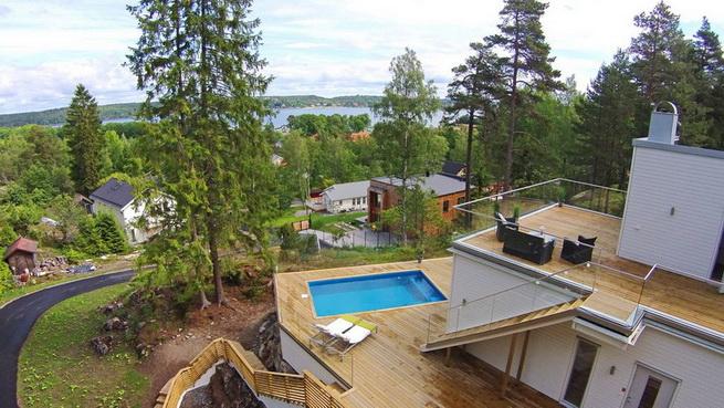 3-storey-white-villa-with-pool (10)