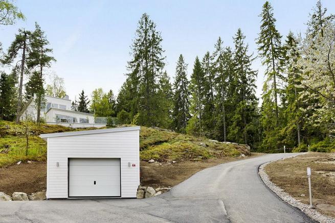 3-storey-white-villa-with-pool (12)