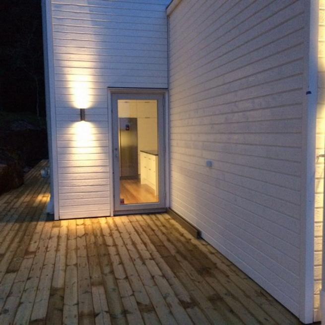 3-storey-white-villa-with-pool (17)