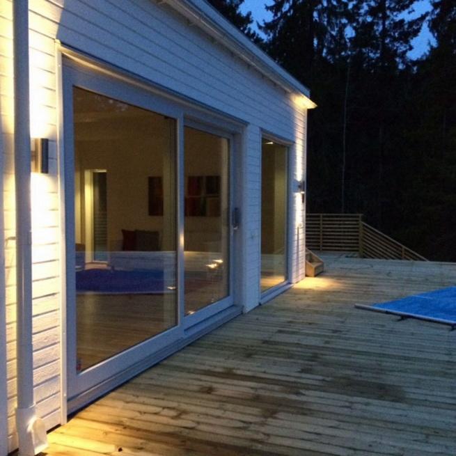 3-storey-white-villa-with-pool (18)