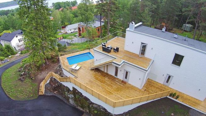 3-storey-white-villa-with-pool (2)