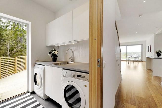 3-storey-white-villa-with-pool (27)