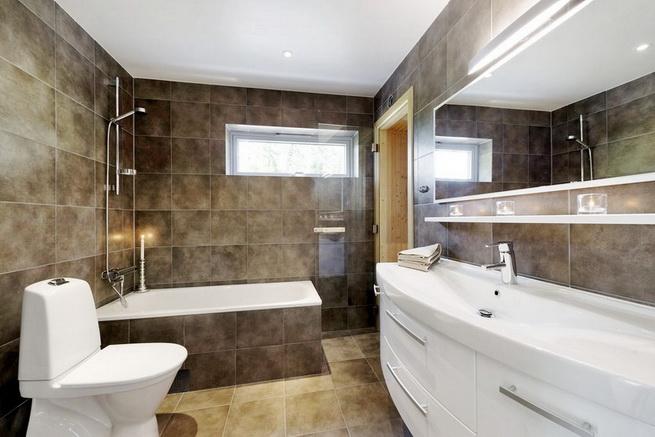 3-storey-white-villa-with-pool (28)