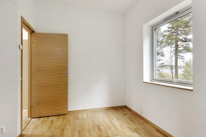 3-storey-white-villa-with-pool (36)
