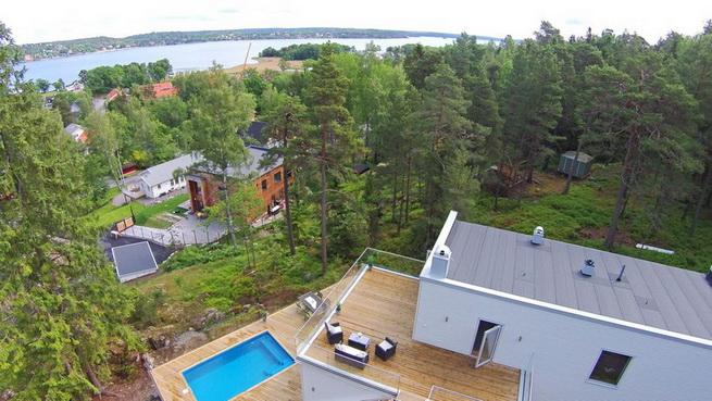 3-storey-white-villa-with-pool (4)
