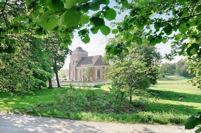 3-storey-white-villa-with-pool (41)