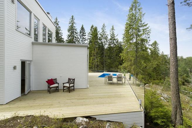 3-storey-white-villa-with-pool (8)