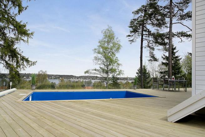3-storey-white-villa-with-pool (9)