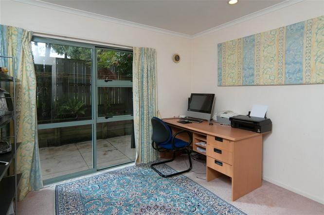 big-contemporary-house-for-family (15)