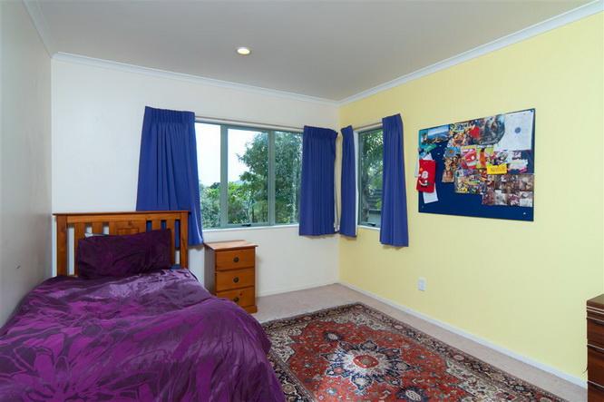 big-contemporary-house-for-family (16)