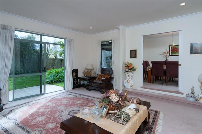 big-contemporary-house-for-family (18)
