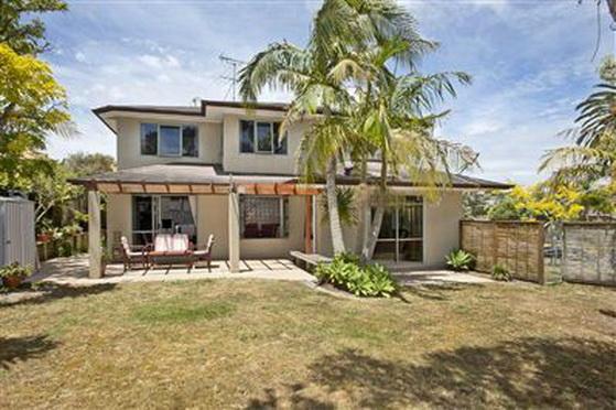 big-contemporary-house-for-family (3)