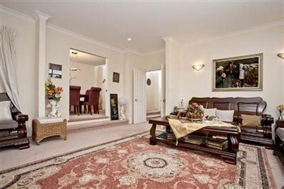 big-contemporary-house-for-family (8)