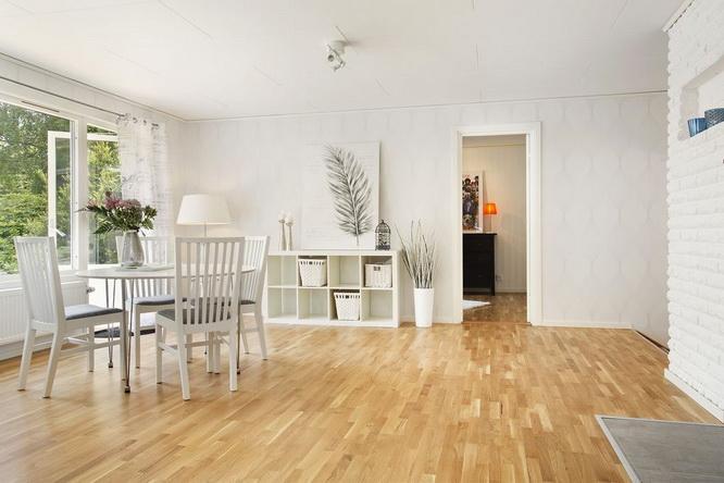 big white 1 floor villa house (4)
