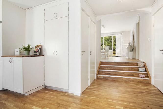 big white 1 floor villa house (8)