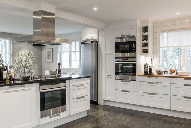big-white-elegant-contemporary-villa (15)
