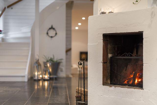 big-white-elegant-contemporary-villa (19)