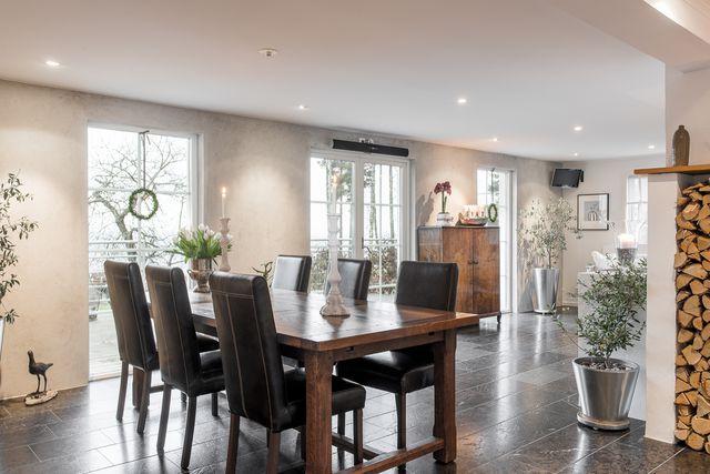 big-white-elegant-contemporary-villa (20)