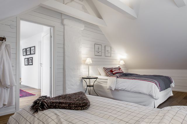 big-white-elegant-contemporary-villa (26)
