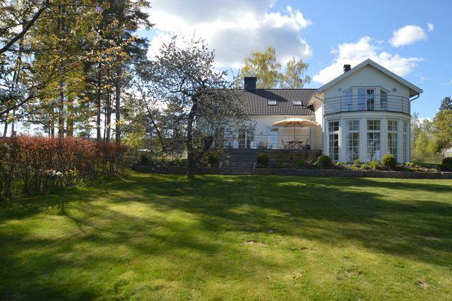 big-white-elegant-contemporary-villa (39)