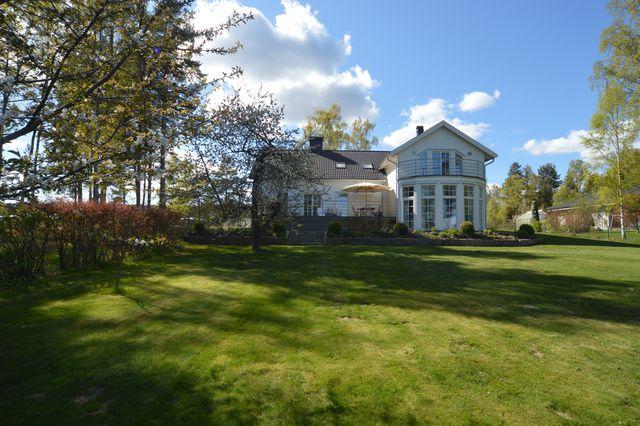 big-white-elegant-contemporary-villa (40)