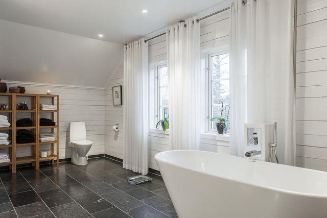 big-white-elegant-contemporary-villa (5)