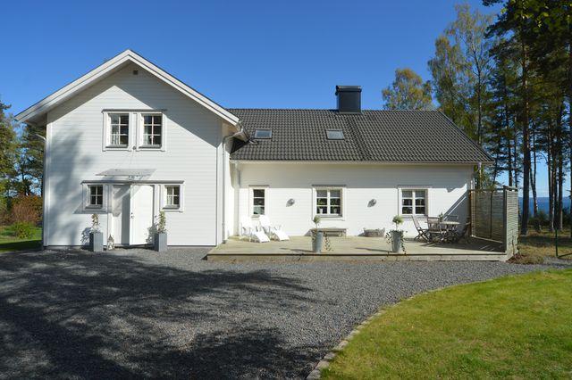 big-white-elegant-contemporary-villa (7)