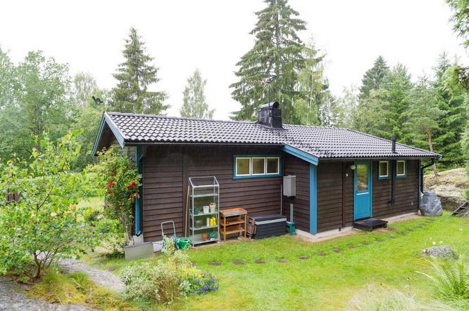 black wooden cottage with vintage interior (14)
