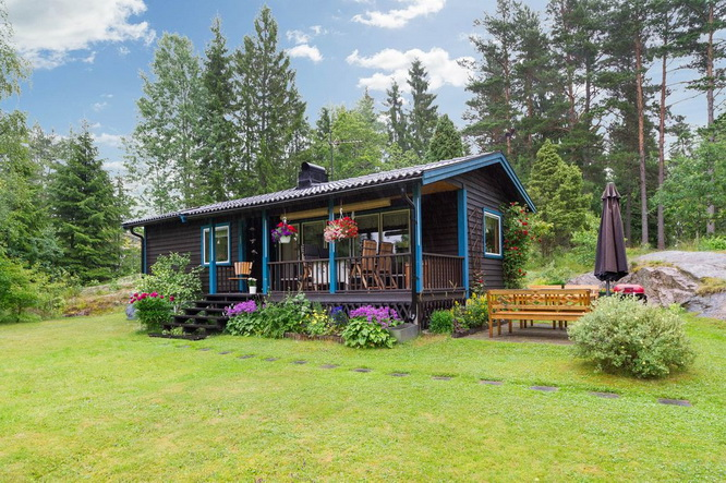 black wooden cottage with vintage interior (18)