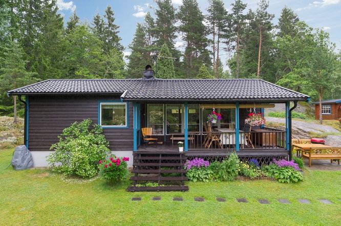 black wooden cottage with vintage interior (19)