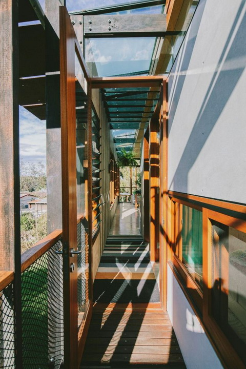 container-modern-house-in-the-cliff (3)