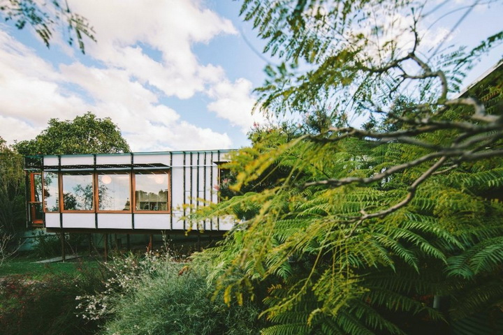 container-modern-house-in-the-cliff (6)