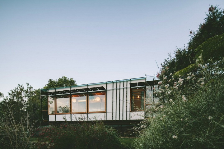 container-modern-house-in-the-cliff (7)