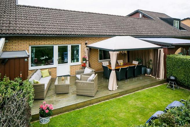 contemporary brick flat with small backyard (1)
