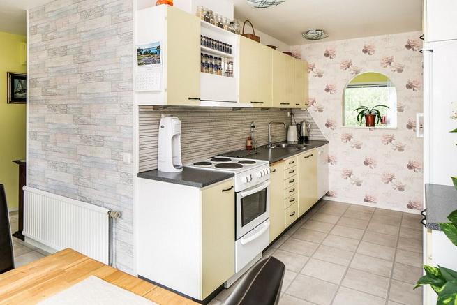 contemporary brick flat with small backyard (10)