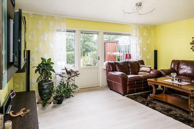 contemporary brick flat with small backyard (16)