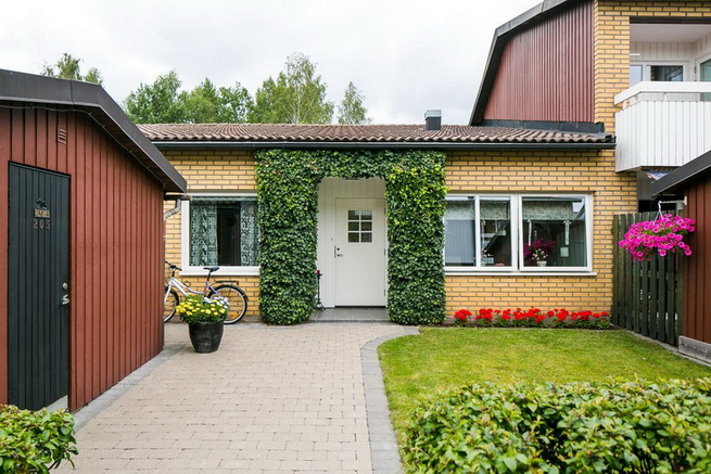 contemporary brick flat with small backyard (2)