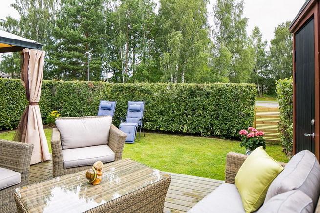 contemporary brick flat with small backyard (22)
