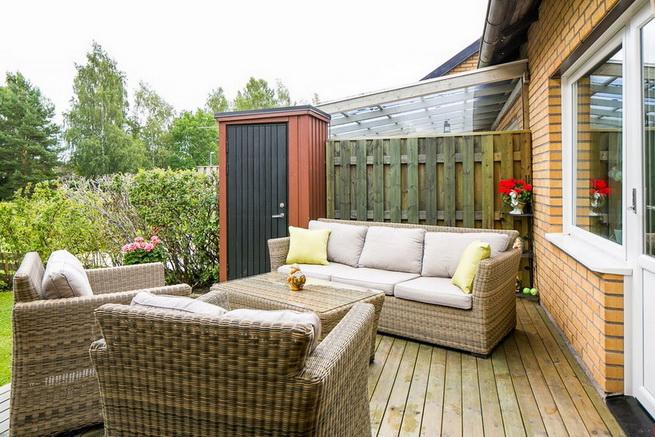 contemporary brick flat with small backyard (23)