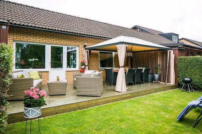 contemporary brick flat with small backyard (24)
