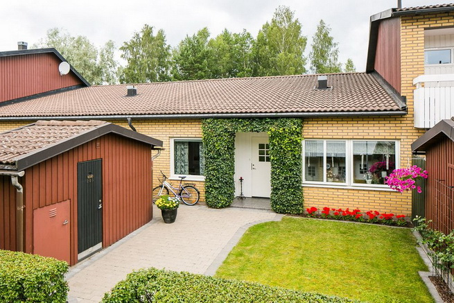contemporary brick flat with small backyard (3)