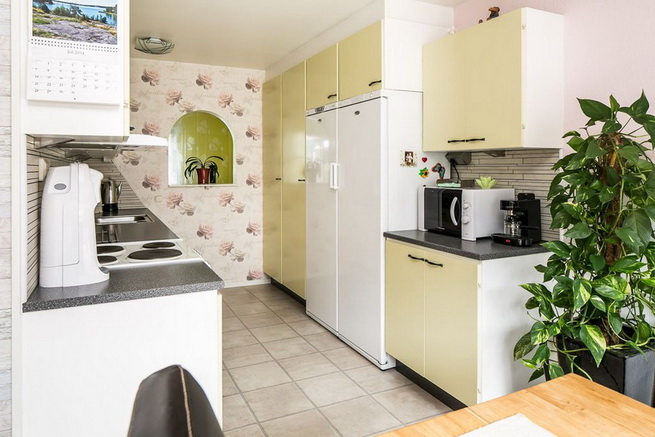 contemporary brick flat with small backyard (9)