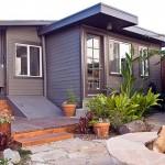 บ้านร่วมสมัยในโทนสีทึบ อบอุ่นเป็นกันเองที่ภายใน พร้อมทั้งสวนหย่อมอันสวยงาม