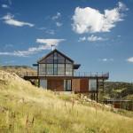 แบบบ้านไม้สองชั้น แนวประหยัดพลังงาน ตั้งอยู่บนเนินเขา เพื่อชีวิตอันยั่งยืน
