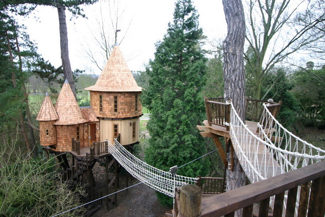 fantasy-family-tree-house (1)